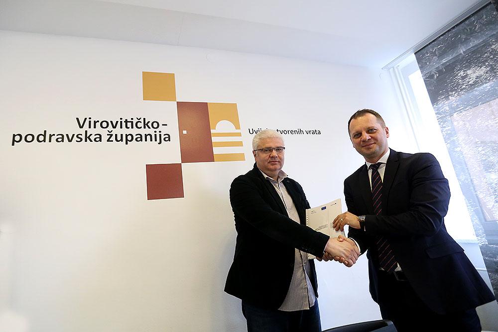 Stručnjaci Iz Visoke škole Virovitica Predali županu Igoru Androviću Akcijski Plan Razvoja Cikloturizma